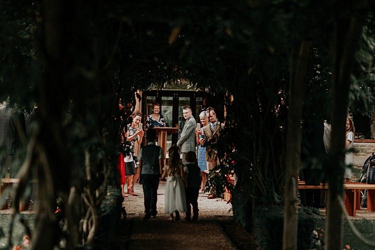Beautiful Simple Relaxed Barn Wedding http://jenmarino.com/
