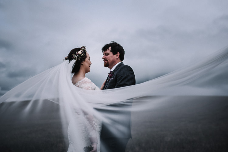 Veil Bride Bridal Luxe Rustic Autumn Berry Wedding http://www.oobaloosphotography.co.uk/