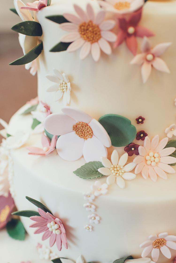 Homemade DIY Cake Sugar Flowers Icing Decorations Pink Blush Green Burgundy Gold | Greenery Burgundy City Autumn Wedding http://lisahowardphotography.co.uk/