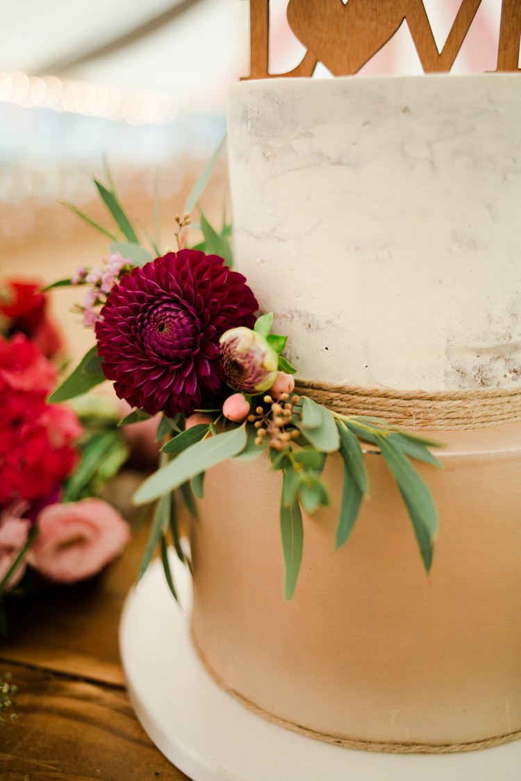 Marble Gold Cake Topper Flowers Outdoorsy Late Summer Marquee Wedding Ideas http://www.esmefletcher.com/