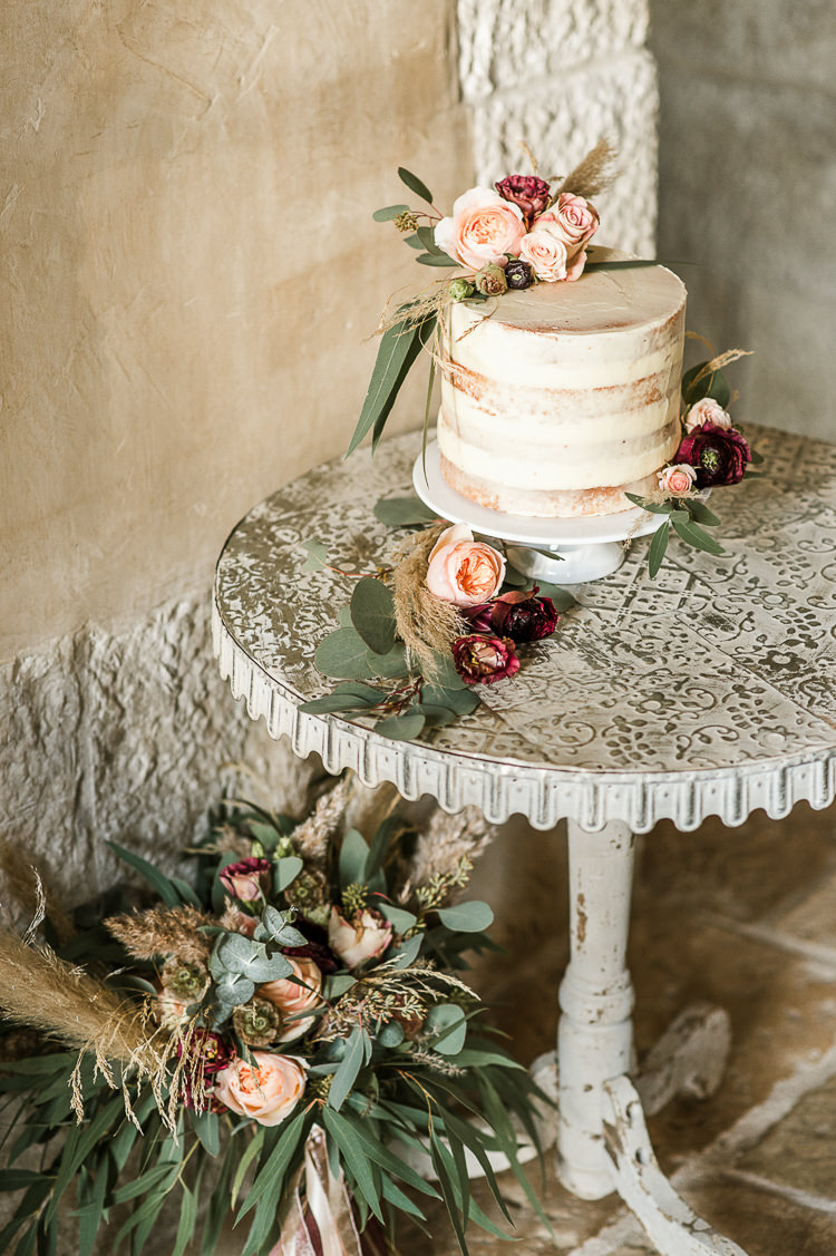 Buttercream Cake Flowers Pampas Grass Semi Naked Table Flowers Trendy Beautiful French Elopement Wedding Ideas http://oliviamarocco.com/