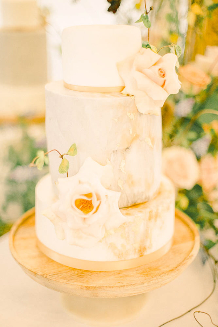 Marble Cake Peach Blush Flowers Beautiful Fine Art Country House Wedding Ideas https://www.theblushingpeony.co.uk/