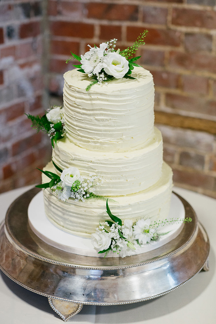 Buttercream Cake Understated Elegance Greenery Natural Wedding Gaynes Park Essex http://ilariapetrucci.co.uk/
