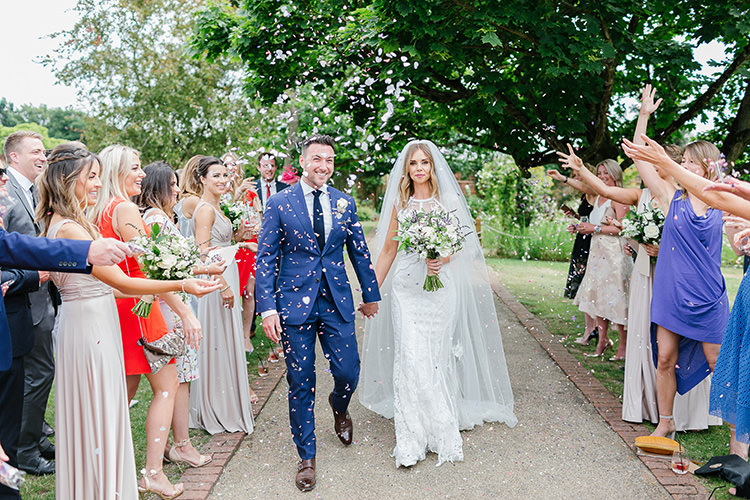 Confetti Throw Understated Elegance Greenery Natural Wedding Gaynes Park Essex http://ilariapetrucci.co.uk/