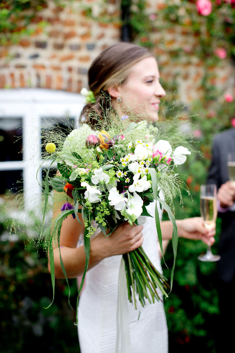 Bouquet Flowers Bride Bridal Greenery Foliage Daisy Sweet Pea Modern Simple Colourful Garden Wedding http://www.helencawte.com/