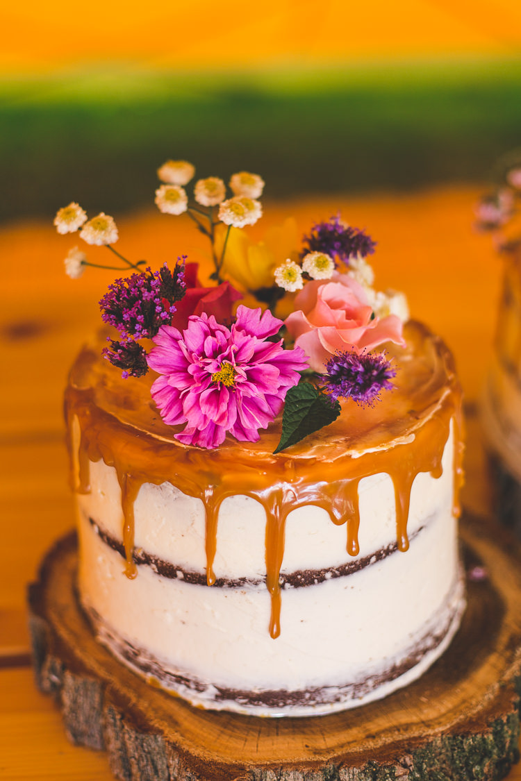Cake Buttercream Drip Wood Slice Flowers Floral Colourful Outdoor Tipi Farm Wedding https://kirstymackenziephotography.co.uk/