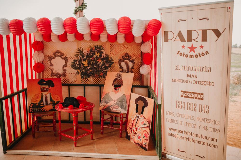 Outdoor Seville Destination Villa Hacienda Photobooth Bright | Colorful and Heartfelt Wedding in Spain Boda&Films