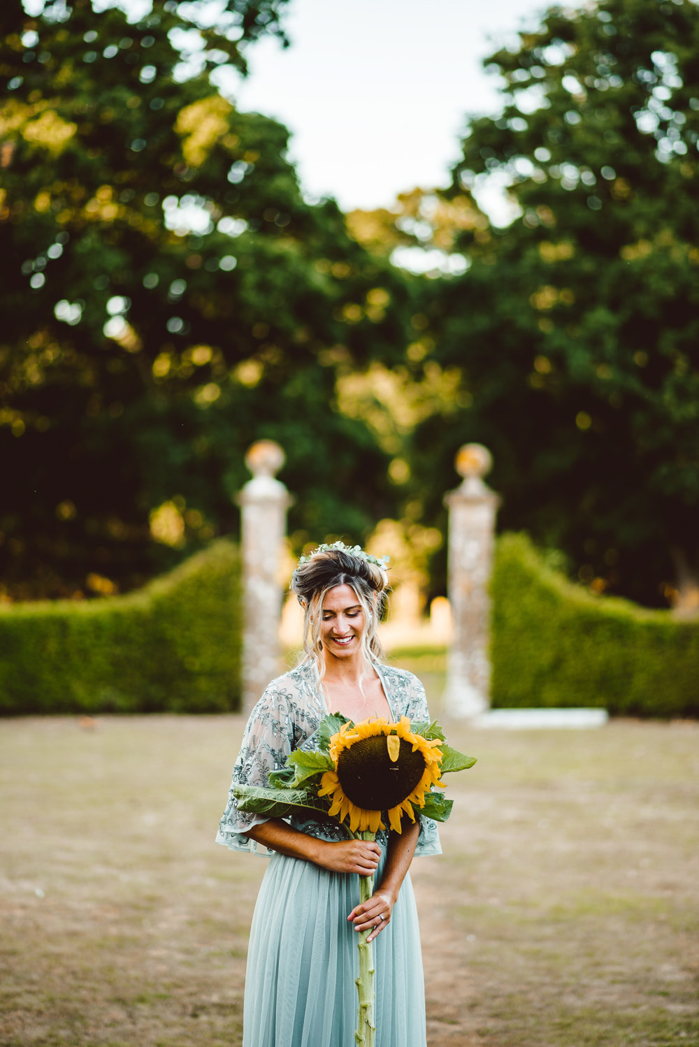 Large Sunflower Bouquet Bride Bridal Flowers Ethereal Magical Golden Hour Wedding Ideas Dhw Photography