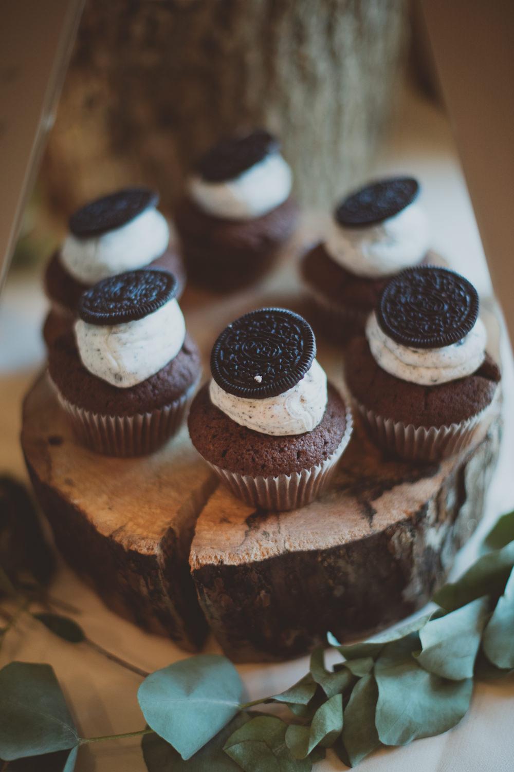 Cupcakes Log Newton Hall Wedding Sasha Weddings