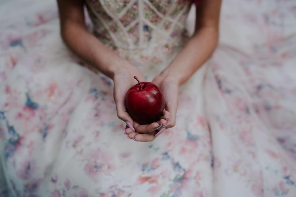 Apple Snow White Wedding Inspiration Joasis Photography