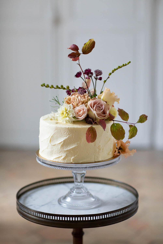 Buttercream Cake Flowers Topper Rose Château Elopement France Maru Photography