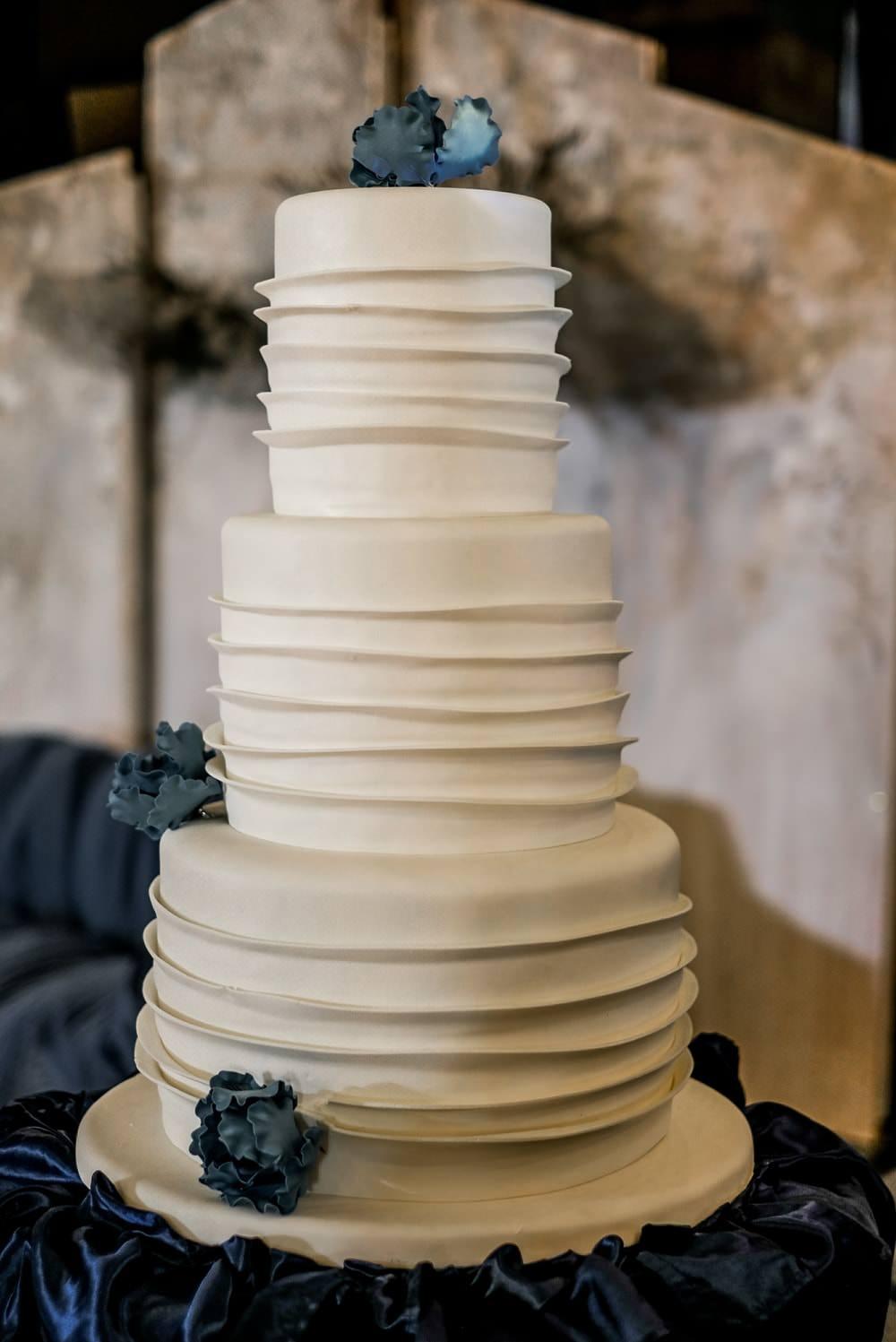 Buttercream Cake Simple Modern Philippines Wedding The Backyard Studios