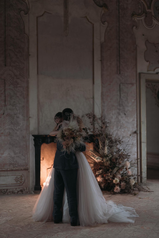 First Look Fireplace Flowers Italy Elopement Ideas Gradisca Portento Fotografica