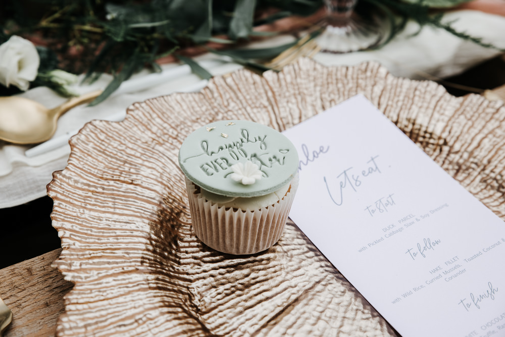 Micro Wedding Ideas Gareth J Photography Cupcake Favour