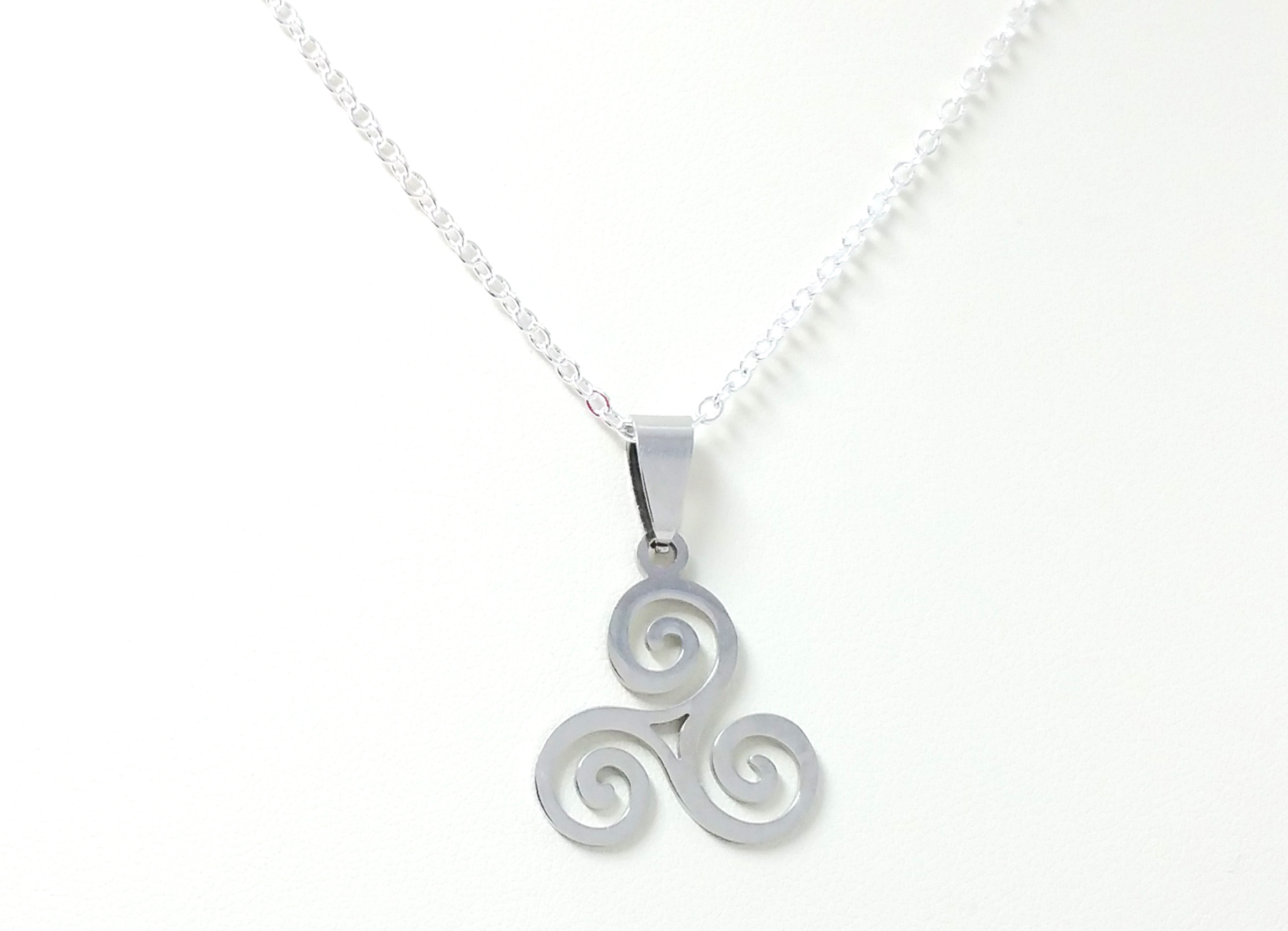 round sterling triskele celtic pendant necklace silver