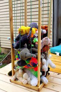 DIY stuffed animal storage zoo pin