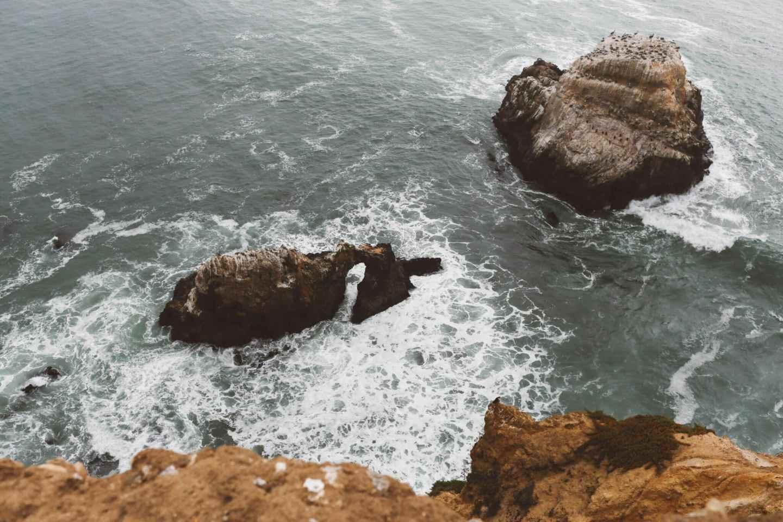 Ocean waves rock