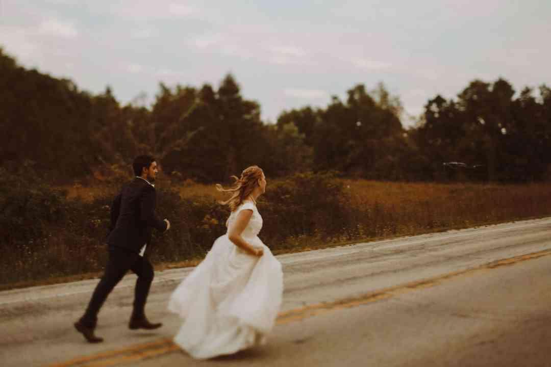 bride groom running