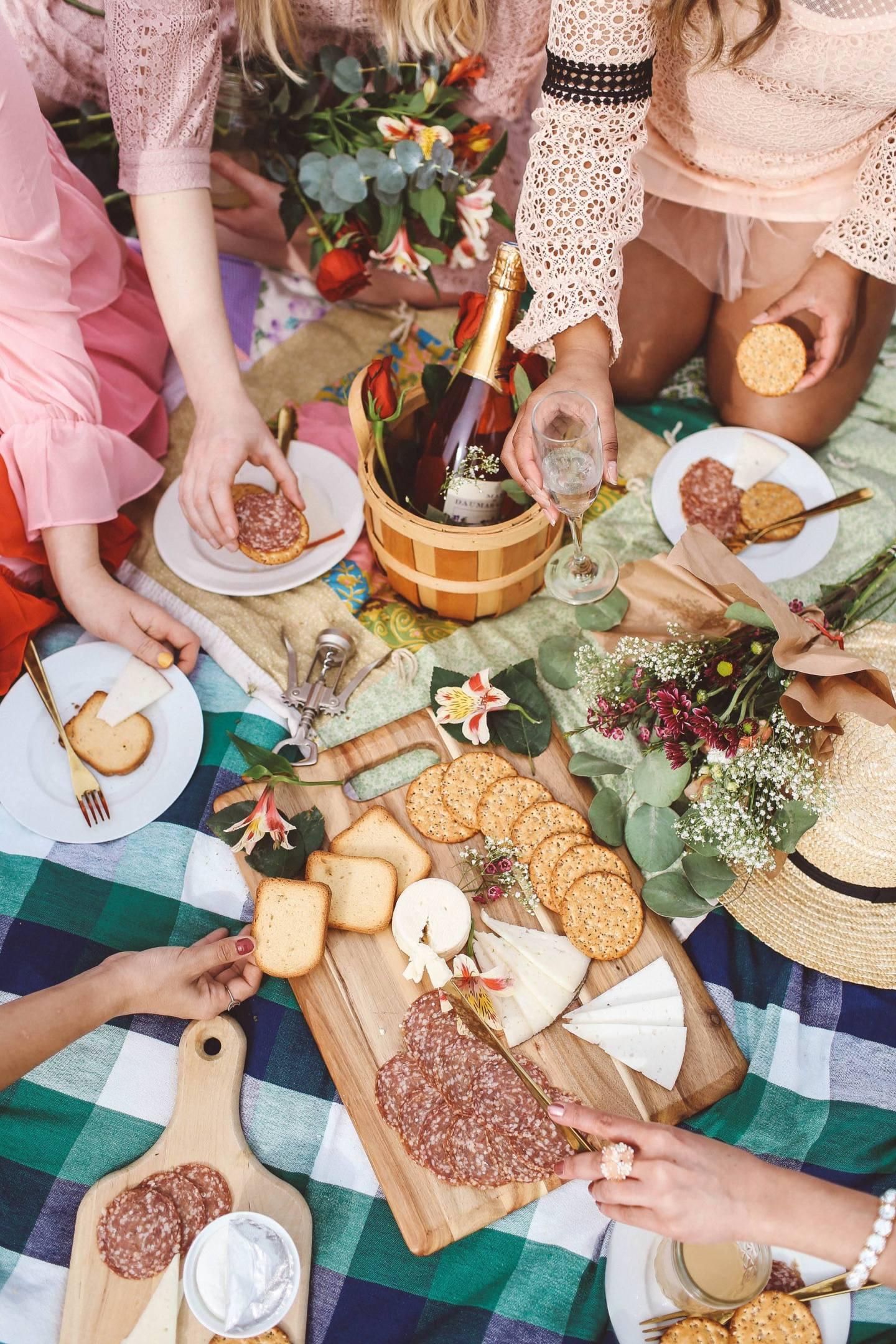 Galentine's Day photoshoot idea picnic san francisco