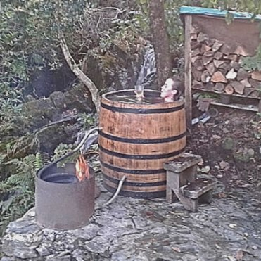 The whiskey barrel hot tub whiskey barrel hot tubs for Whiskey barrel bathtub