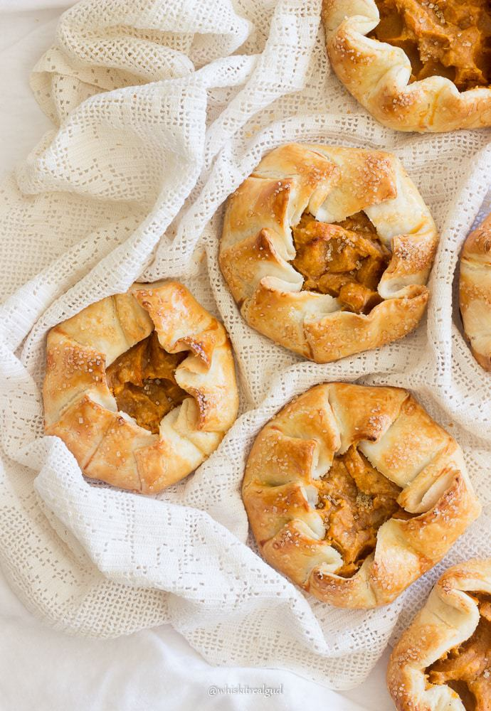 This Thanksgiving, give your sweet potato pie a new look by turning them into sweet potato mini galettes. Buttery, flaky homemade pie crust with a flavorful rich sweet potato filling and fall spices! Your guests will feel so special when you give them their own personal galette as they head home.