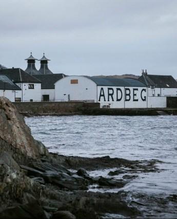 La destilería Ardbeg en Islay