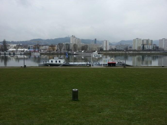 Blick auf die Donau vom Arcotel. Frühling sieht anders aus...