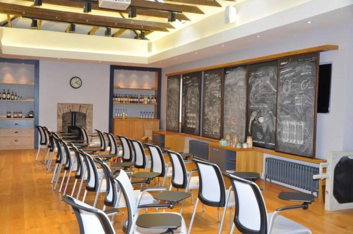 Der Lecture Room ist medial bestens zum Lernen und Weiterbilden vorbereitet. Copyright Ernst J. Scheiner, The Gateway to Distilleries, 2014
