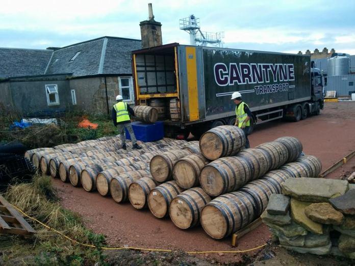 Fässer für die Kingsbarns Distillery werden angeliefert. In ihnen reift mindestens bis 2017 der New Make, bis er sich Whisky nennen darf. Foro: Kingsbarns Distillery