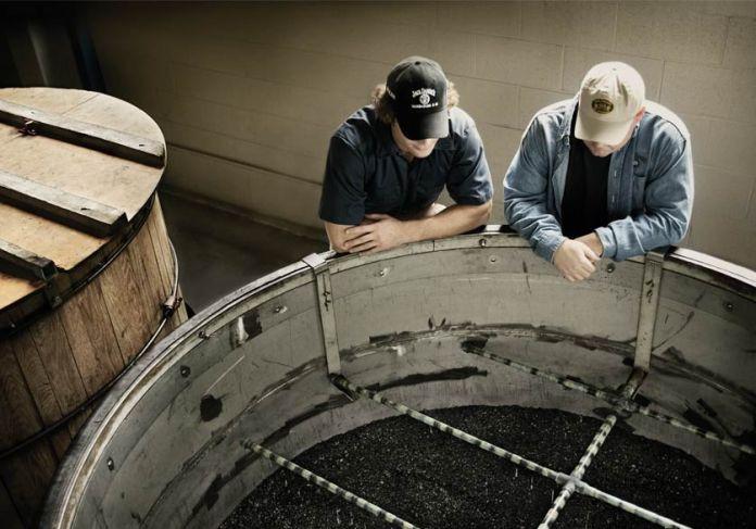 Jack Daniel's - die Filterung durch Aktivkohle. Bild: Jack Daniels