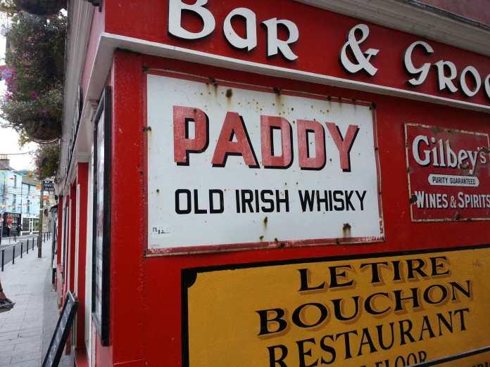 Barschilder in Irland. Foto: Whiskyexperts