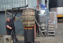Ein Fass wird bei West Cork getoastet. Bild: Pascal Penderak