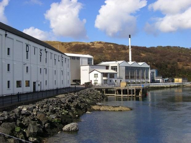 Caol Ila Destillerie, Foto von Rodpollet, CC-Lizenz