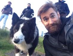 Jacopo e un cane pongono domande scomode