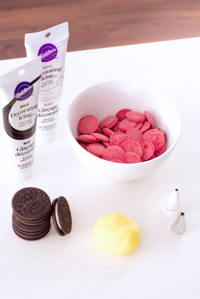 Ingredients needed to make the Santa Belt Chocolate Covered oreos.