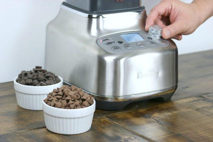 Selecting speed for blending hazelnuts.