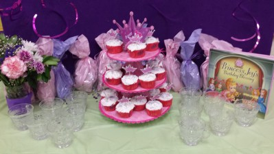 cupcakes and gift bags