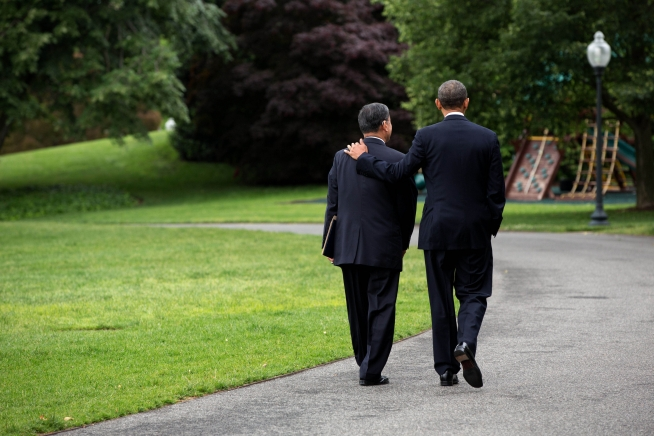 President Obama walks with VA Secretary Shinseki on WH grounds. Official WH photo by Pete Souza.