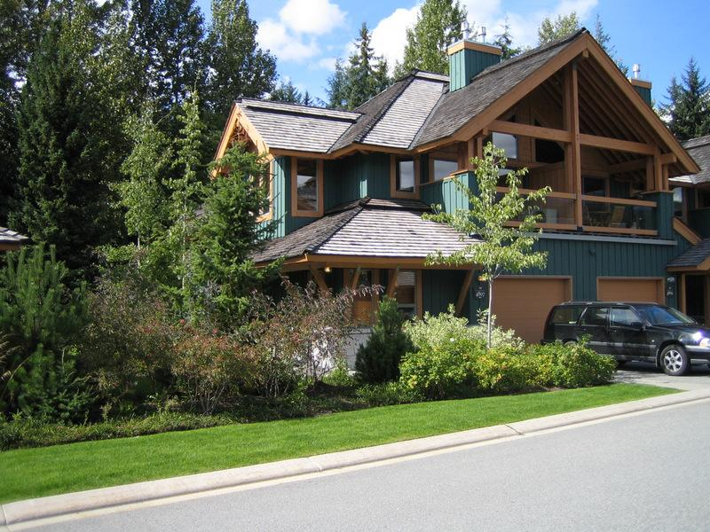 Whistler montebello vacation rentals whistler accommodations for Whistler cabin rentals