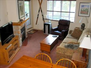 Eagle Lodge Room with Mountain View & Free Wifi! Pictures