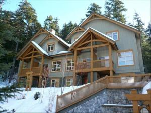 Mountain Star :: Close to Ski Trails :: Private Hot Tub, BBQ Pictures