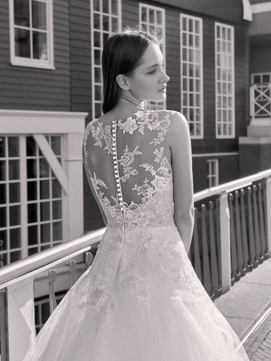 Robe de mariée en tulle et en dentelle chez White Boutik Paris Bastille