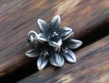 Silver Flower Pendant Necklace 1