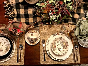Thanksgiving pacesetting, vintage dishes
