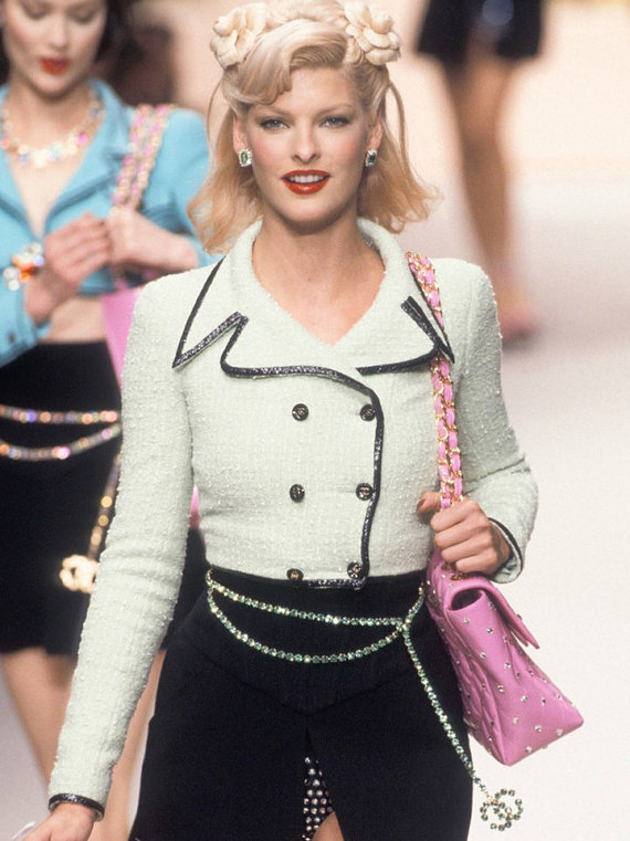 chain belt chanel 90's runway inspo