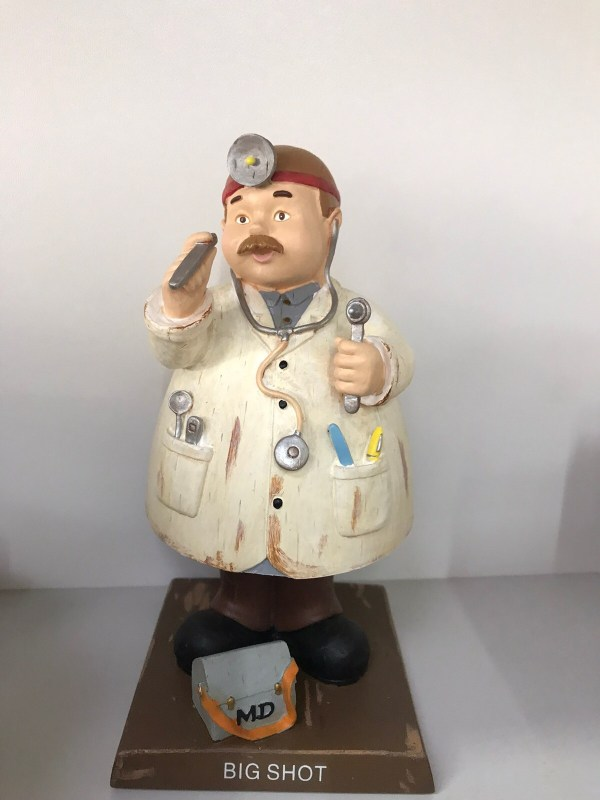 Статуэтка Доктор (пружина)
