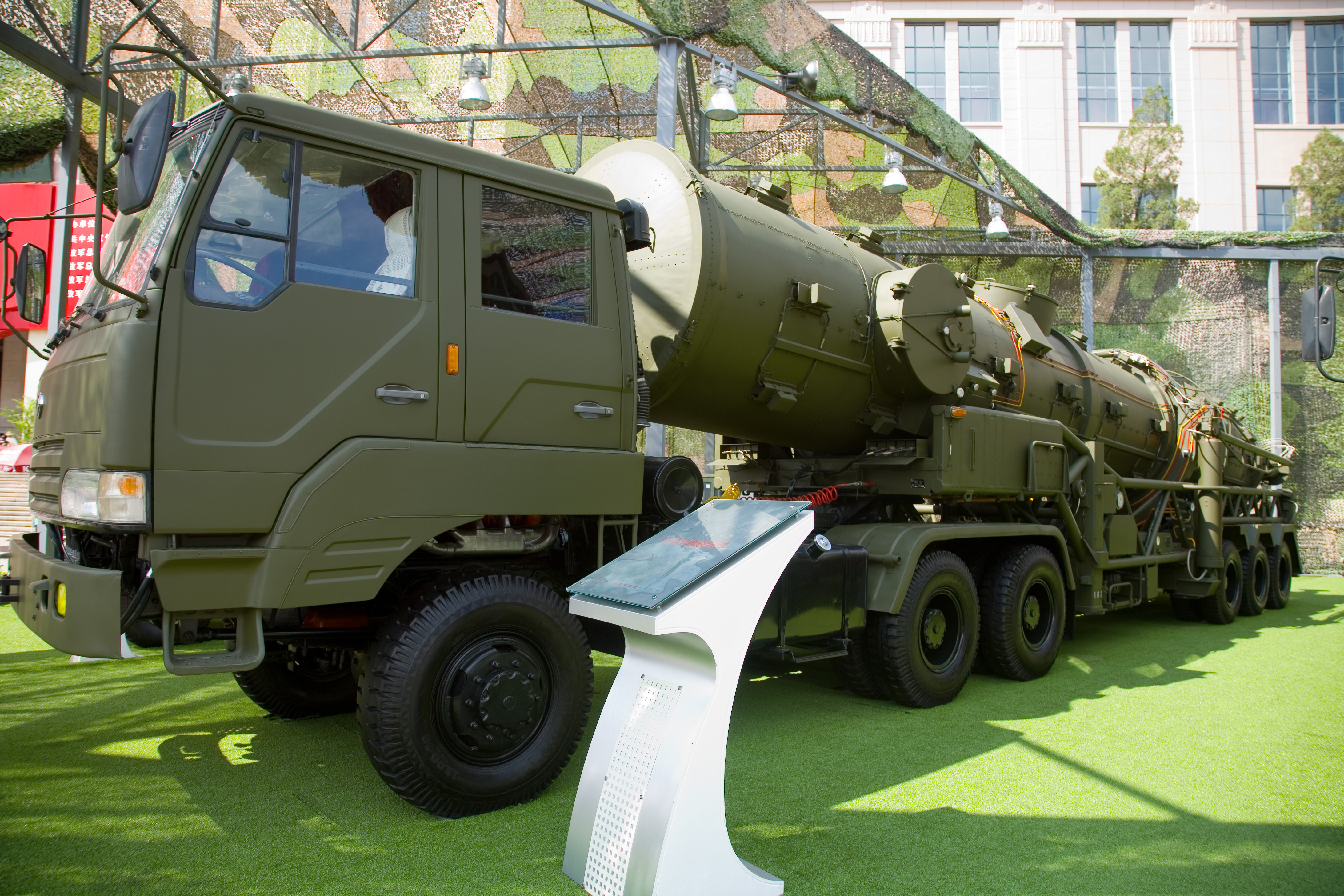 A DF-21A transporter-erector-launcher. The DF-21D ASBM is based on the DF-21A.
