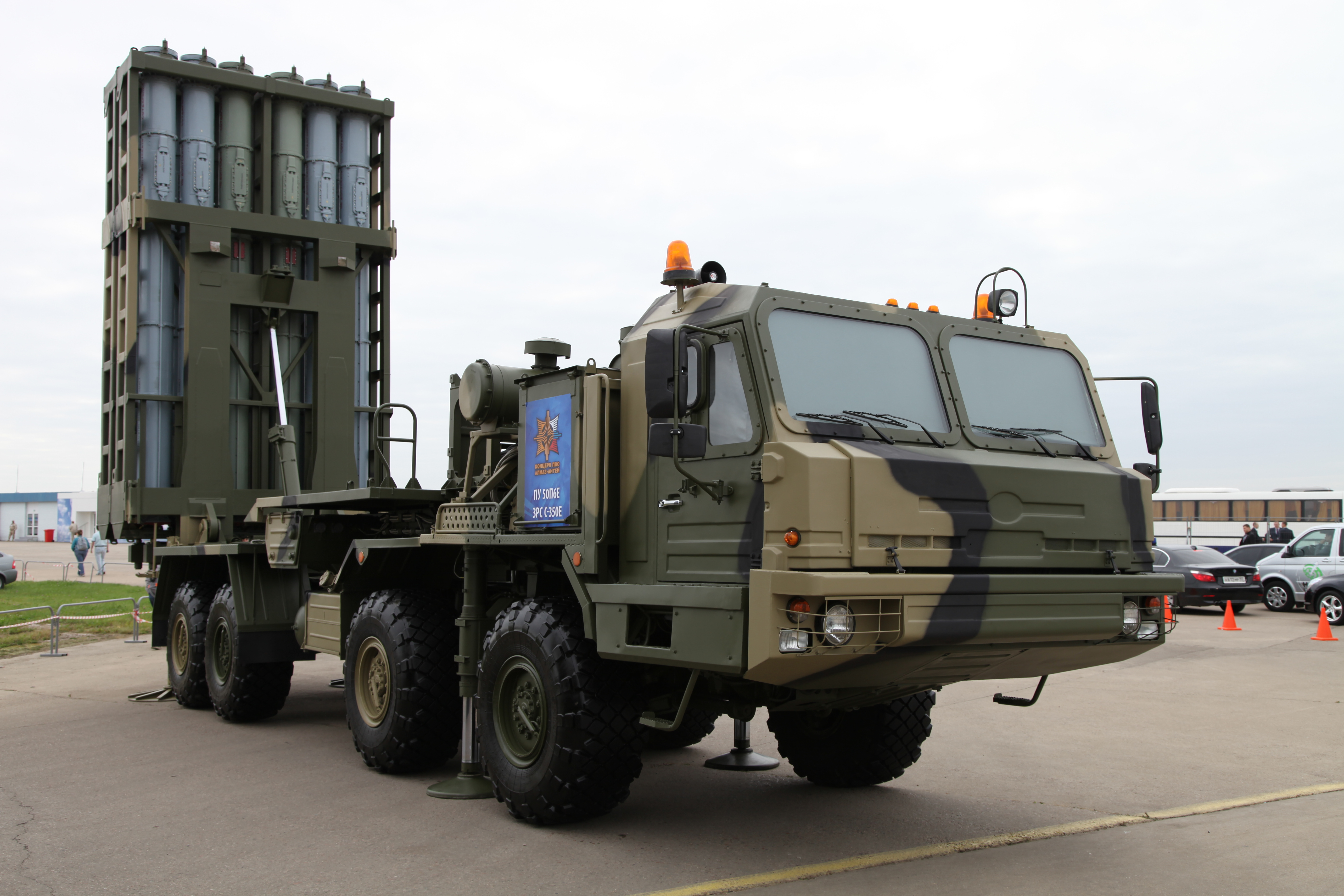 A 50P6E transporter erector launcher, the launcher element of the S-350E system upon which Poliment-Redut is based.