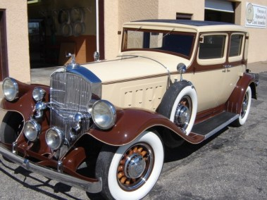 1932 Pierce Arrow Club Sedan