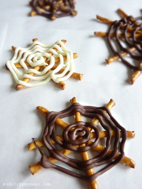 Halloween, Chocolate Pretzel Spider Webs 9